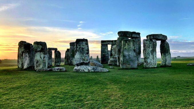 Stonehenge photo by Brooke Bell, Unsplash